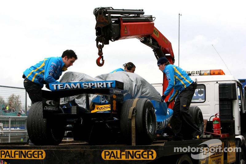 La voiture de Fernando Alonso est retournée aux stands après avoir été arrêtée sur la piste