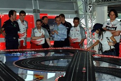 Chilled Thursday: visitors and mechanics of other teams play with carrera remote control cars