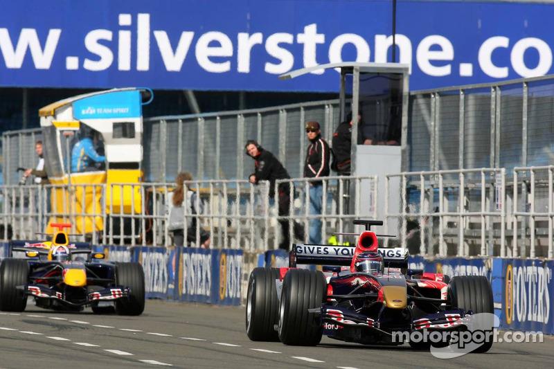 Scott Speed devance David Coulthard