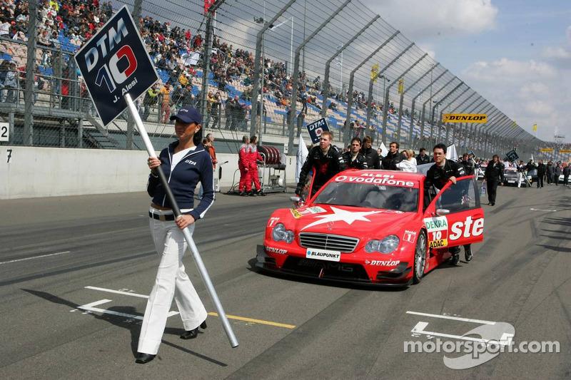 Présentation de la grille, voiture de Jean Alesi