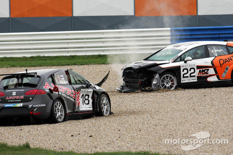 Seat Leon Supercopa: a crash