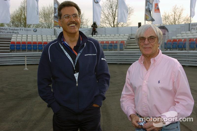 Visite du stand de l'équipe BMW Sauber: Dr Mario Theissen et Bernie Ecclestone à la cérémonie d'ouverture