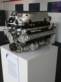 Visit of BMW Sauber F1 team Pitlane Park: engine display