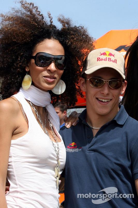 Red Bull: Christian Klien avec une jeune femme Formule 1