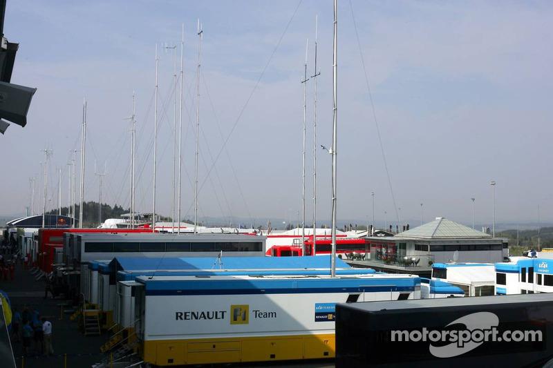 Le paddock de Renault