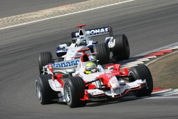 Ralf Schumacher leads Nick Heidfeld