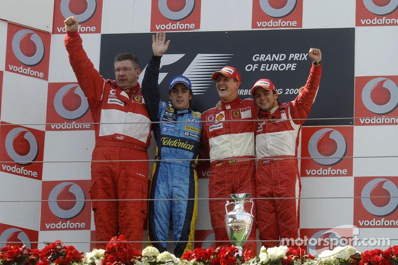 Podium: le vainqueur de la course Michael Schumacher avec Fernando Alonso, Felipe Massa et Ross Brawn
