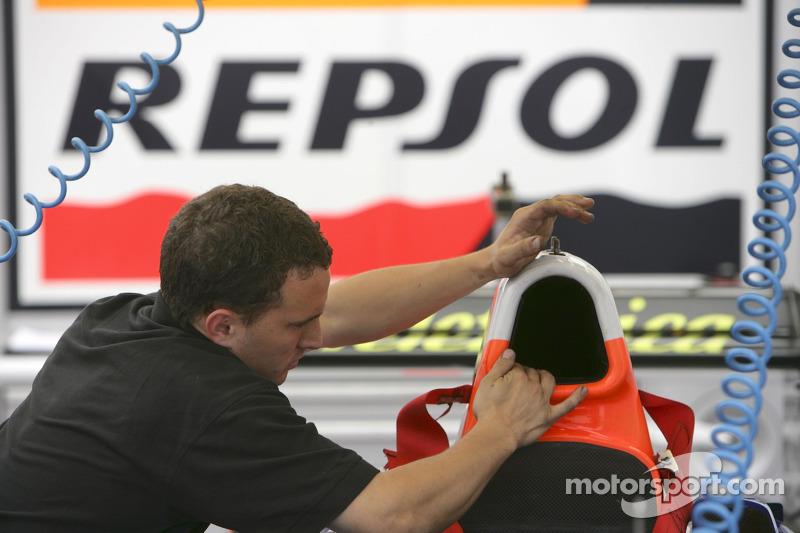 Racing Engineering prépare les voitures