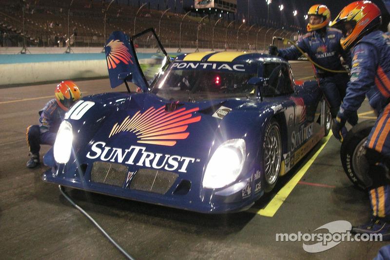 Arrêt au stand pour #10 SunTrust Racing Pontiac Riley: Wayne Taylor, Max Angelelli, Jan Magnussen