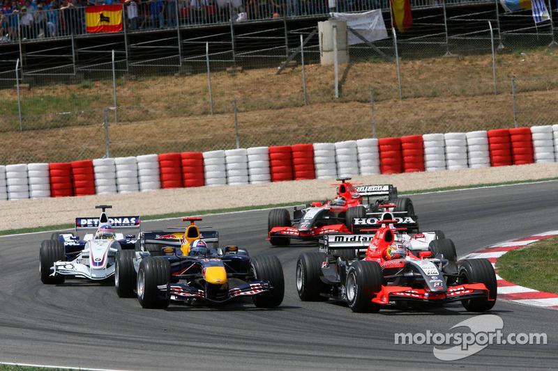 Tiago Monteiro fait la course avec David Coulthard