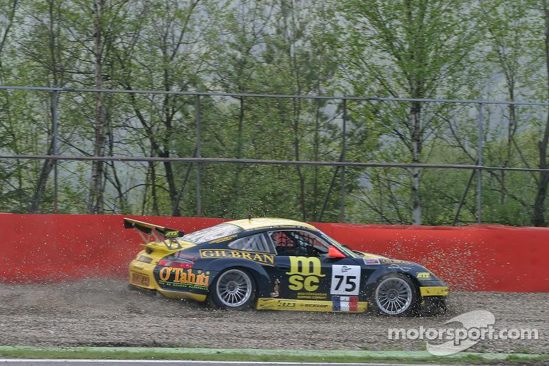 Dans les graviers au Rivage - #75 Perspective Automobiles Porsche 996 GT3 RSR: Nigel Smith, Joao Barbosa, Philippe Hesnault