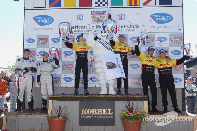 Podium LMP2: les vainqueurs Romain Dumas et Timo Bernhard, les deuxièmes Sascha Maassen et Lucas Luhr, les troisièmes Clint Field, Liz Halliday, Jon Field