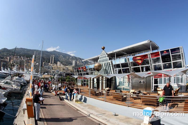 Le Superman et le port de Monte-Carlo