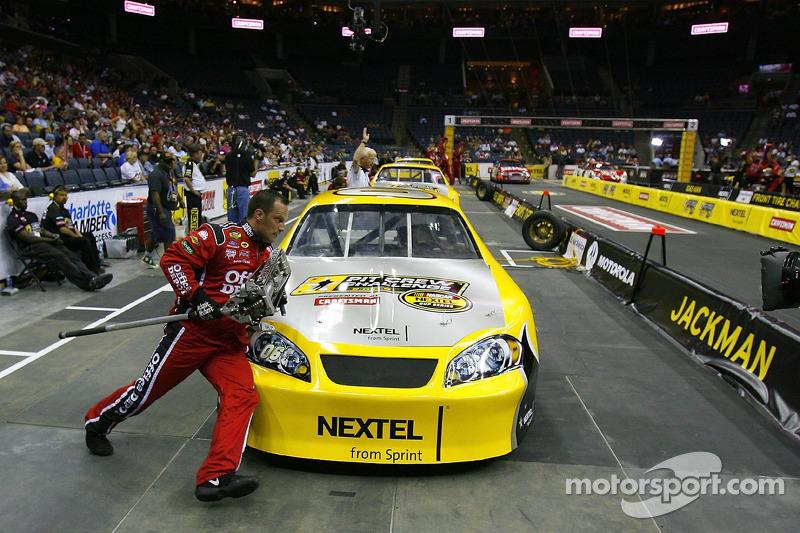 Tracy Duncan pendant la NASCAR Nextel Pit Crew Challenge