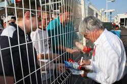 Bernie Ecclestone signs an autograph