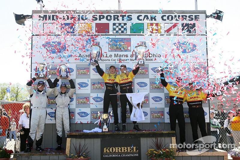 Podium LMP2: les vainqueurs Timo Bernhard et Romain Dumas, avec les deuxièmes Lucas Luhr et Sascha Maassen, et les troisièmes Clint Field et Liz Halliday