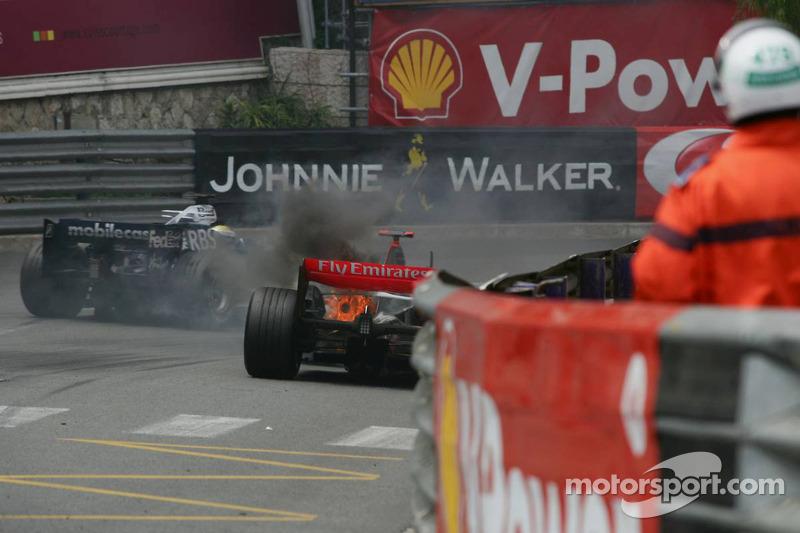 Kimi Raikkonen corre en problemas