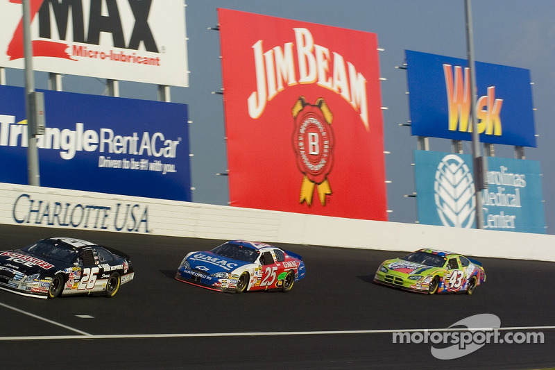 Jamie McMurray, Brian Vickers et Bobby Labonte