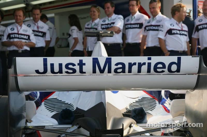 L'aileron arrière de Jacques Villeneuve pour fêter son mariage avec Johanna