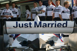 The rear wing of Jacques Villeneuve to celebrate his marriage to Johanna