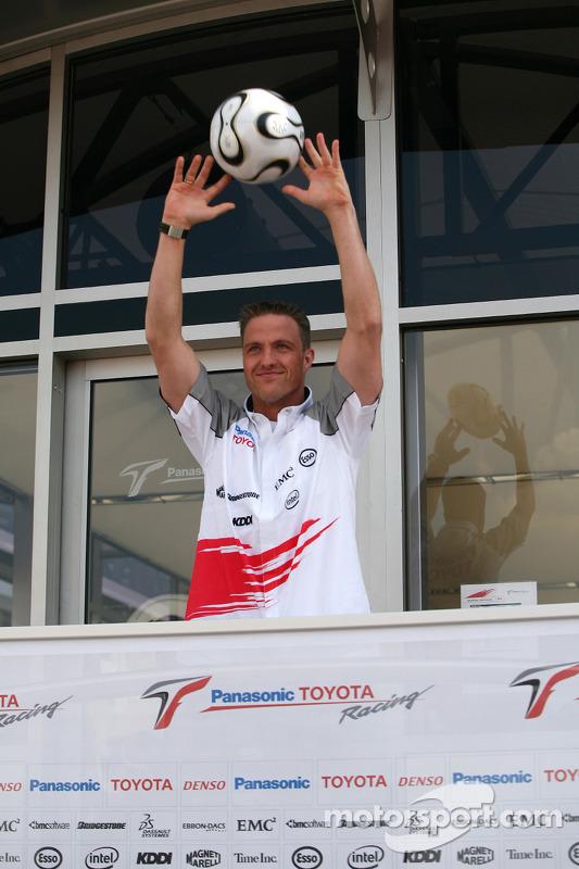 Ralf Schumacher dans l'esprit de la Coupe du monde