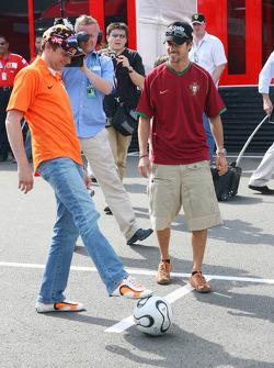 Christijan Albers and Tiago Monteiro play football