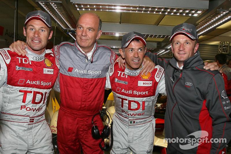 Rinaldo Capello, en pole position, avec Tom Kristensen;Dr. Wolfgang Ullrich et Allan McNish