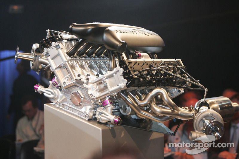Conférence de presse de Peugeot Sport: le nouveau moteur Peugeot V12 HDI FAP de la Peugeot 908 de 2007