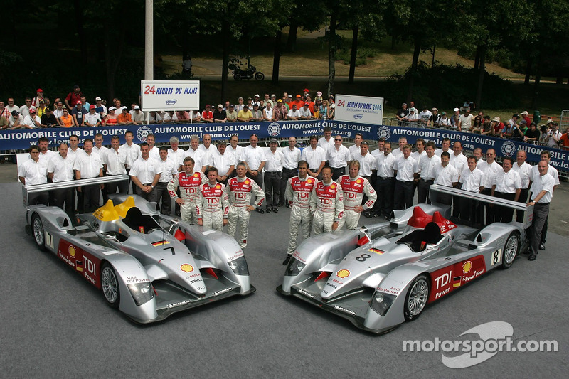 Allan McNish, Rinaldo Capello, Tom Kristensen, Marco Werner, Frank Biela, Emmanuele Pirro, et l'équipe Audi Sport Team Joest avec la Audi Sport Team Joest Audi R10