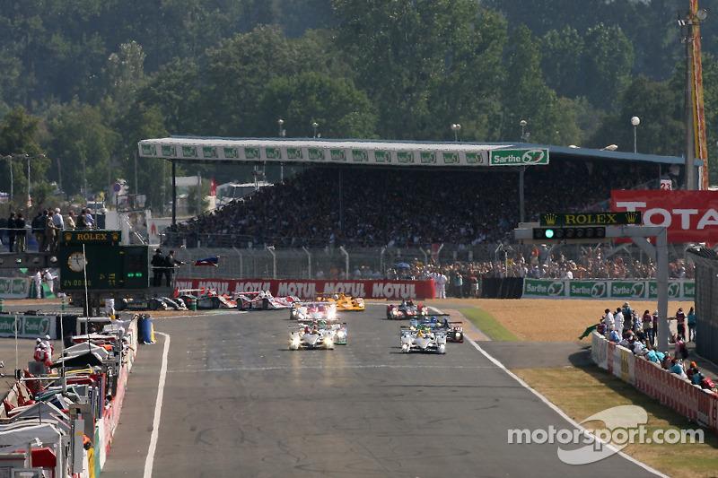 Départ: #7 Audi Sport Team Joest Audi R10: Allan McNish, Rinaldo Capello, Tom Kristensen prennent la tête