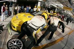Pitstop for #64 Corvette Racing Corvette C6-R: Oliver Gavin, Olivier Beretta, Jan Magnussen