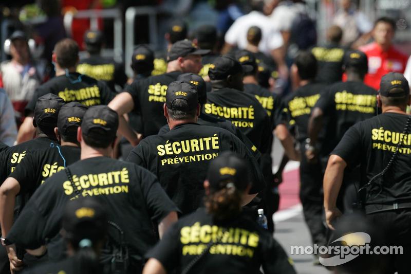 La sécurité dans la ligne des stands