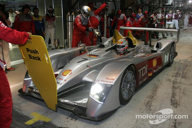 #7 Arrêt au stand d'Audi Sport Team Joest