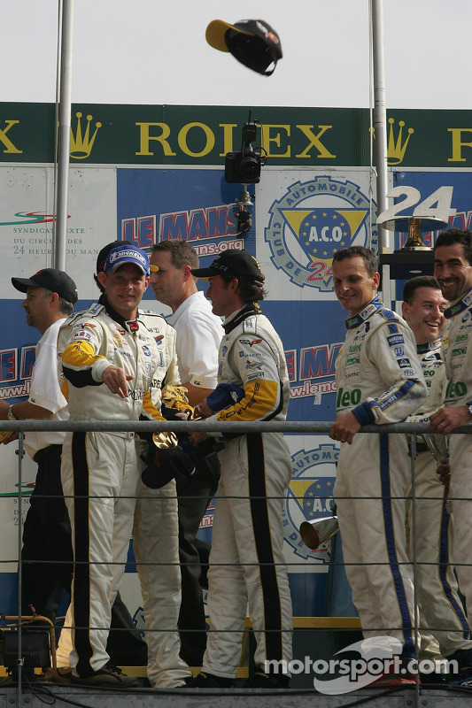 Podium LMGT1 : les grands vainqueurs Olivier Gavin, Olivier Beretta et Jan Magnussen