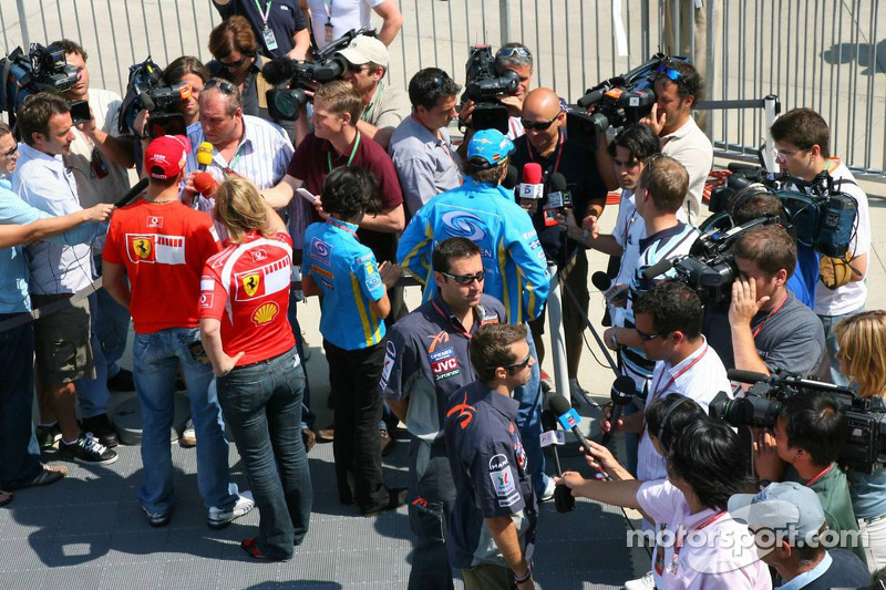 Michael Schumacher, Fernando Alonso et Tiago Monteiro