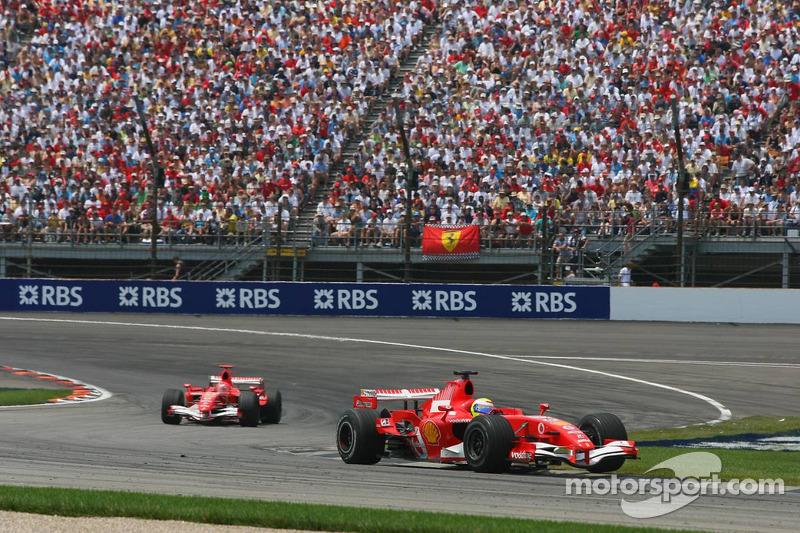 Felipe Massa devant Michael Schumacher
