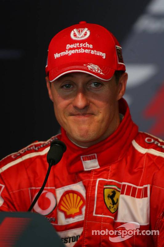 Conférece de presse de la FIA : le vainqueur de la course Michael Schumacher