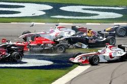 Crash at first corner: Vitantonio Liuzzi, Christian Klien, Franck Montagny and Christijan Albers