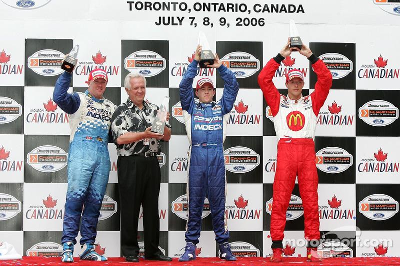 Podium: le vainqueur de la course A.J. Allmendinger avec Paul Tracy, Sébastien Bourdais et Gerry Forsythe