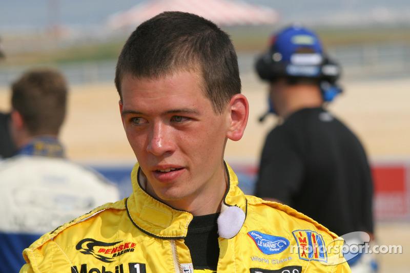 Un membre de l'équipe Penske Motorsports