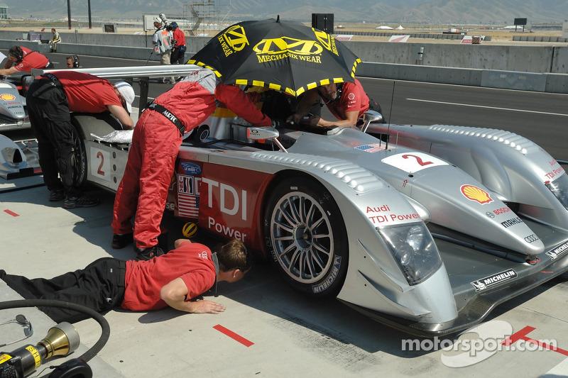 #2 Audi Sport North America Audi R10 TDI en cours de préparation pour les qualifications