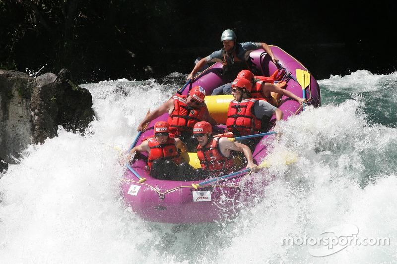 Le raft de Panoz se retourne pour prendre le plus grand splash de la piste