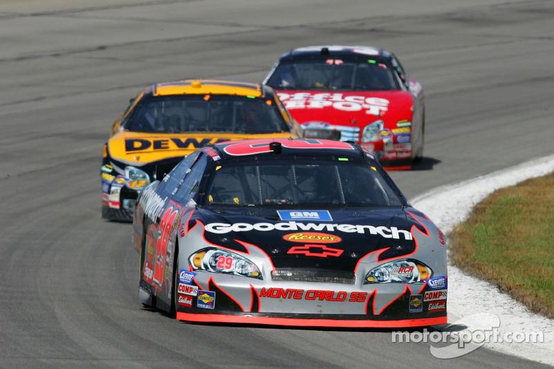 Kevin Harvick devance Matt Kenseth et Carl Edwards