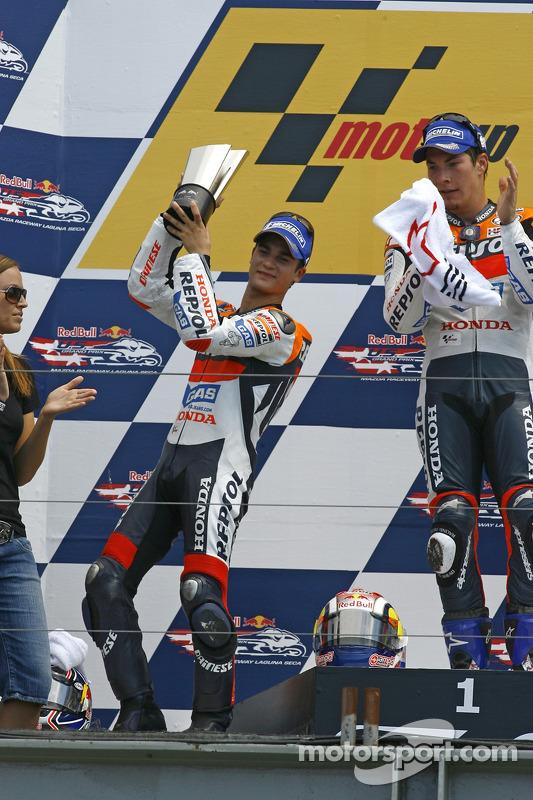 Podio: ganador de la carrera Nicky Hayden con Dani Pedrosa