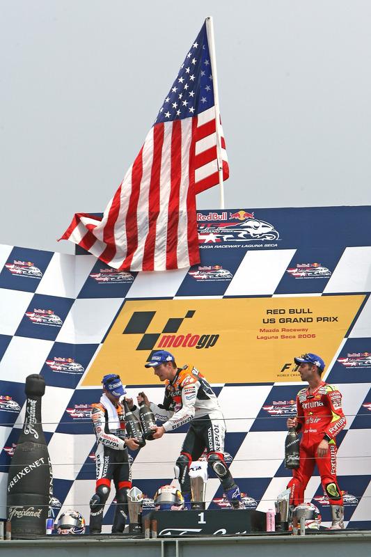 Podio: ganador de la carrera Nicky Hayden con Dani Pedrosa y Marco Melandri