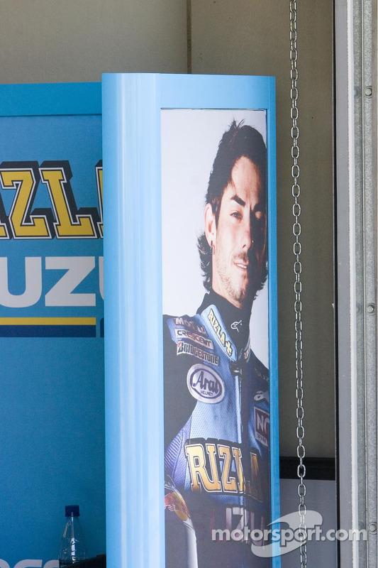 Une image de John Hopkins dans le garage Suzuki