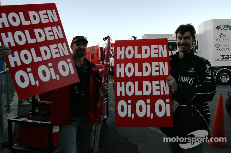 Des fans de Holden font la fête