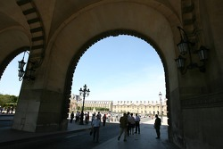 The entrance for the Place du Carrousel