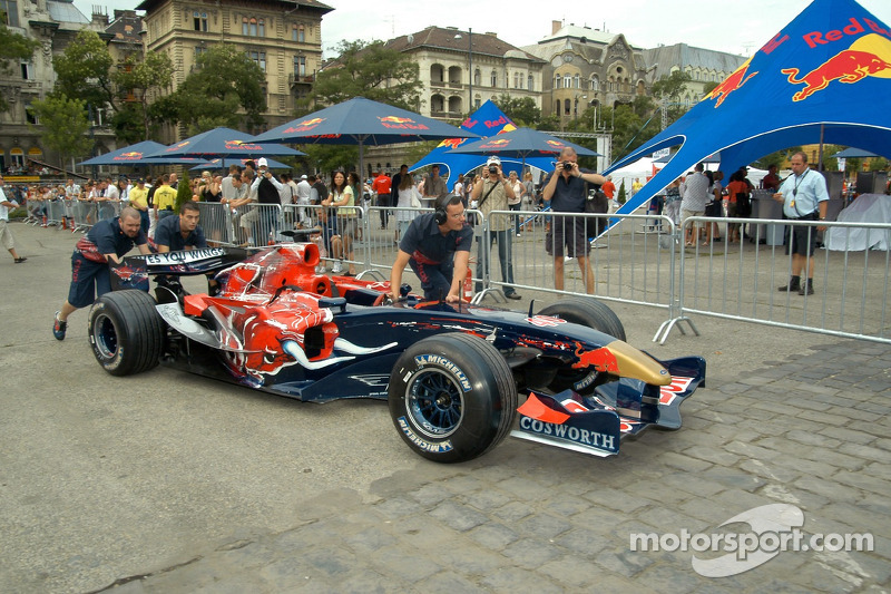 Red Bull Show Run Budapest: un STR1