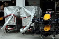 Instalación de tanque de Red Bull Racing, conos de nariz y alas delanteras de una RB2